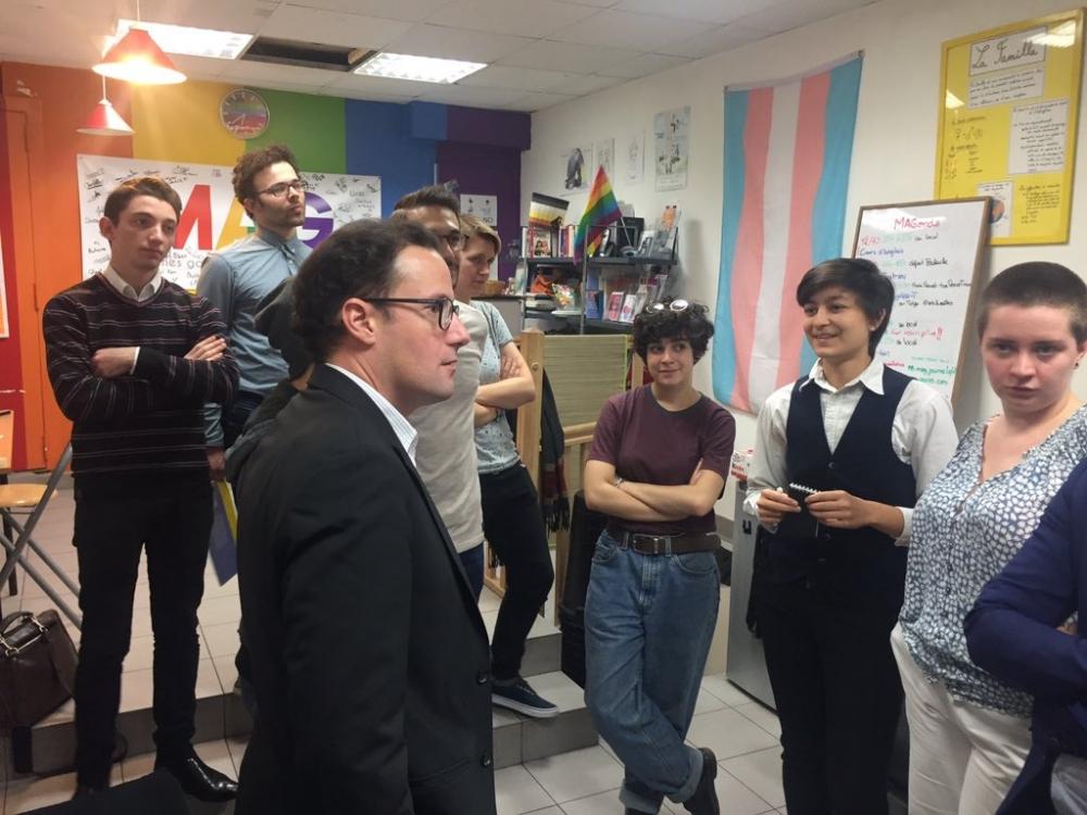 rencontre jeune gay community center à Grenoble