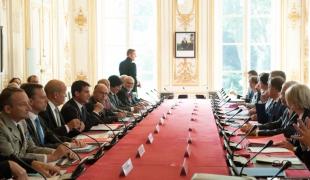Réunion à l'occasion du débat sur l'intervention des forces françaises en Irak