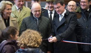 Déplacement de Manuel Valls dans l'Oise avec Bernard Cazeneuve, ministre de l'Intérieur