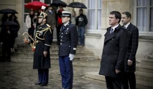 Minute de silence à Matignon en hommage aux victimes de l'attentat contre Charlie Hebdo