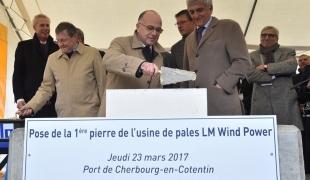 Pose de la première pierre de la nouvelle usine de pales d'éoliennes en mer à Cherbourg-en-Cotentin