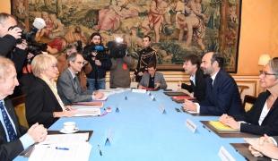 Le Premier ministre, Édouard Philippe, reçoit le rapport de la mission de médiation sur le projet de transfert de l'aérodrome de Nantes-Atlantique à Notre-Dame-des-Landes