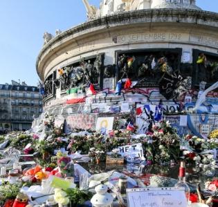 Photo du mémorial de la place de la République à Paris.