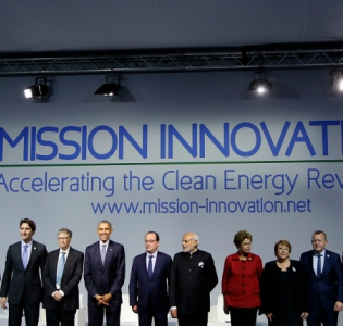 Photo lors du lancement de la Mission Innovation en marge de la COP 21 le 30 novembre 2015 au Bourget