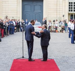 Les coulisses de la passation des pouvoirs entre Bernard Cazeneuve et Édouard Philippe