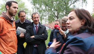 Au centre d'hébergement du lycée Jean Quarré, Emmanuelle Cosse réaffirme son engagement pour l'hébergement des migrants
