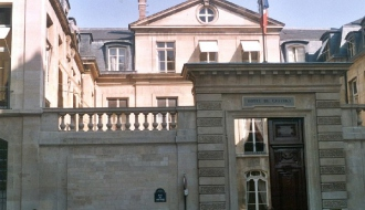 Nouvelle réunion du comité de suivi du plan de mise à l'abri des migrants sans-abri, à Paris