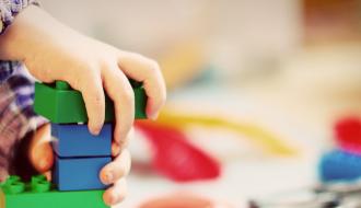 Retour sur les mesures phares prises depuis 2017 pour la protection de l'enfance