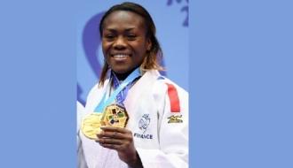 Clarisse Agbegnenou avec ses médailles