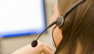 Une opératrice téléphonique