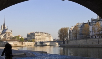 Surge in tourist numbers to Paris