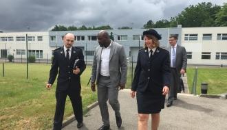 Jean-Marc Mormeck signe une convention de partenariat pour la mise en place d'un atelier de boxe dans l'établissement pénitentiaire pour mineurs à Orvault