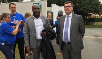 Accompagné du procureur de la République Hervé Lollic, Jean-Marc MORMECK rencontre à la Roche sur Yon, les adolescents sous main de justice