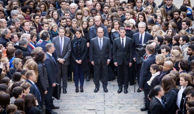 Hommage aux victimes des attentats, à La Sorbonne