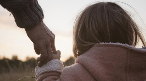 Accèder à la page Protection de l'enfance : une stratégie nationale contre la maltraitance