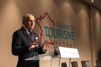 Photo de Laurent Fabius à la clôture des Assises du Tourisme le 19 juin 2014 à Paris