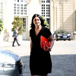 Photo de Sylvia Pinel, ministre du Logement, arrivant à une réunion gouvernementale à Matignon