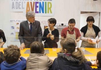 Photo de la visite des ministres sur le stand de l'éducation à l'alimentation du Salon de l'Agriculture le 24 février 2015