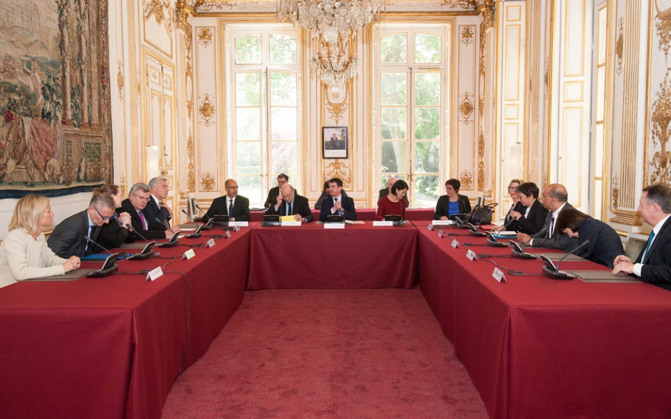 Manuel Valls en réunion avec les secrétaires d'Etat