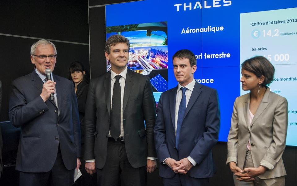 Manuel Valls en compagnie de Jean-Bernard Lévy (PDG de Thales), Arnaud Montebourg et Najat Vallaud-Belkacem