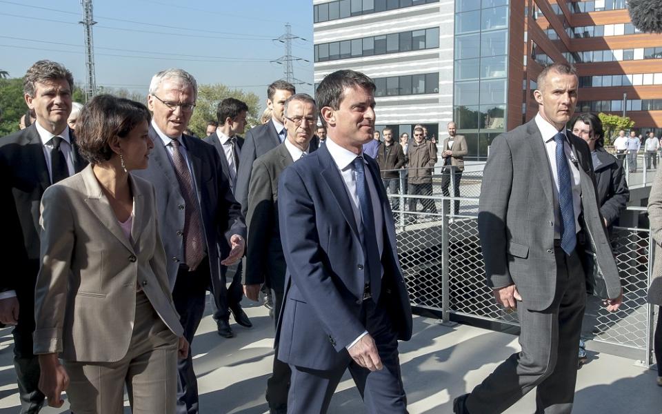 Manuel Valls en déplacement à Thales Communications & Security