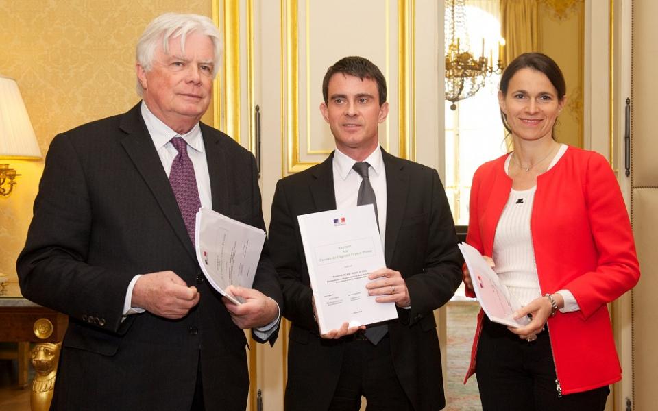 Manuel Valls entouré de Michel Françaix et Aurélie Filippetti