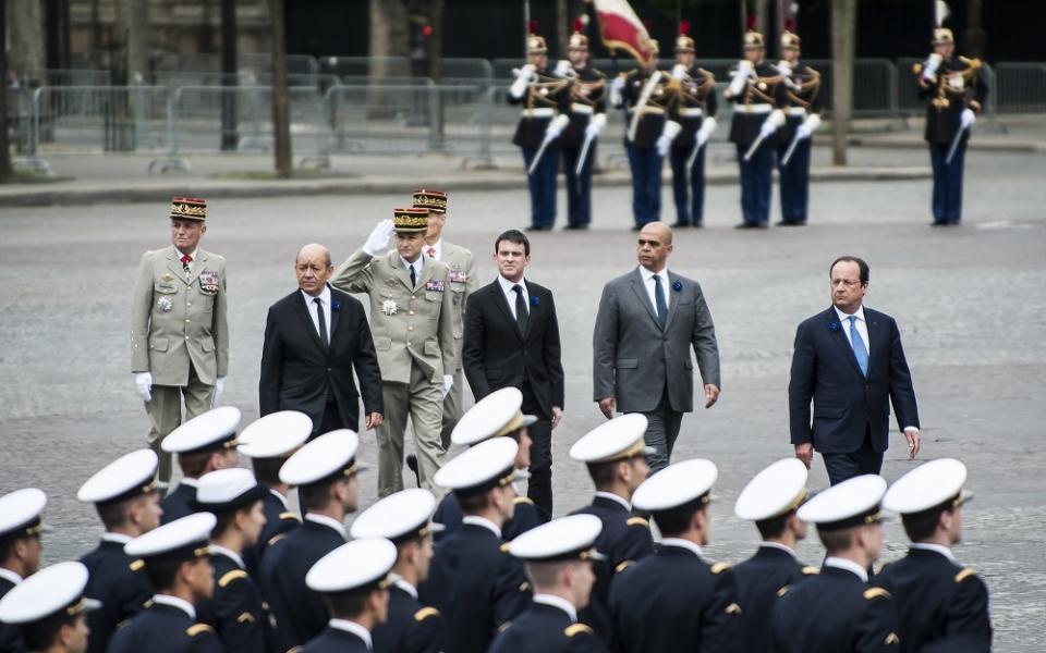 Cérémonie du 8 mai 1945 : Jean-Yves Le Drian, Manuel Valls, Kader Arif, François Hollande