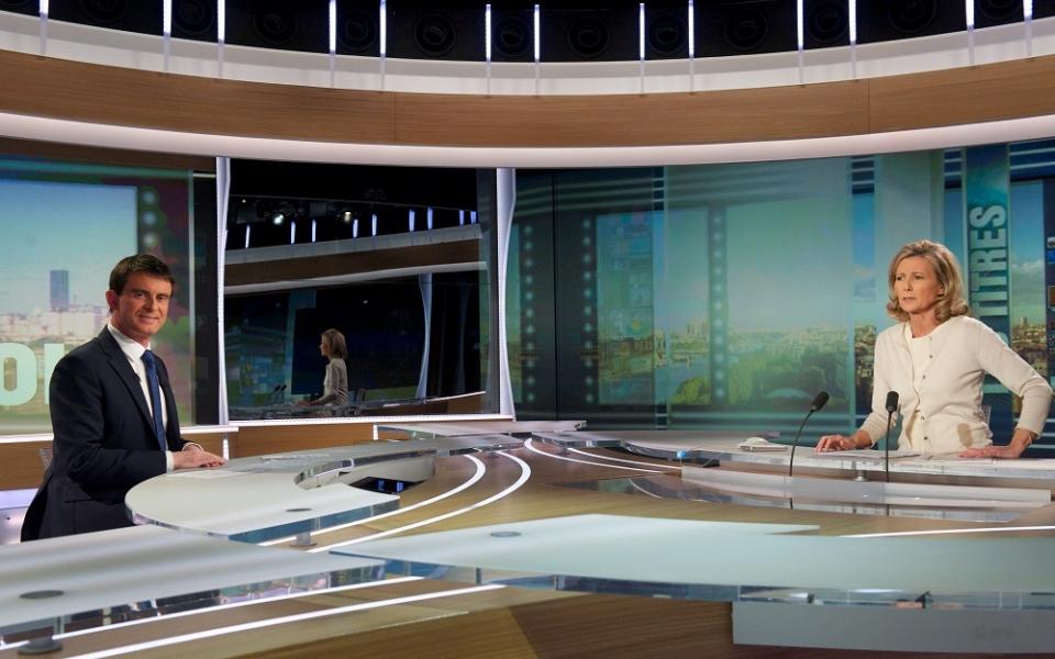 Manuel Valls et Claire Chazal sur le plateau de TF1