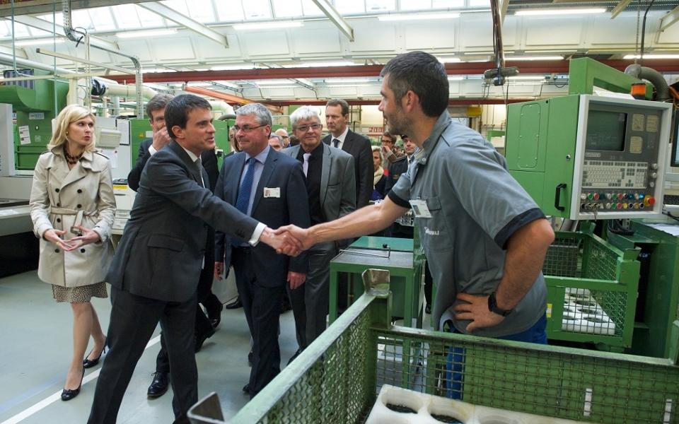 Manuel Valls visite l'entreprise Staübli
