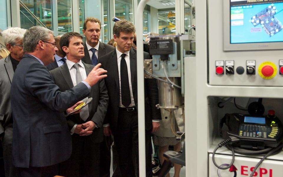 Manuel Valls et Arnaud Montebourg visitent l'entreprise Staübli