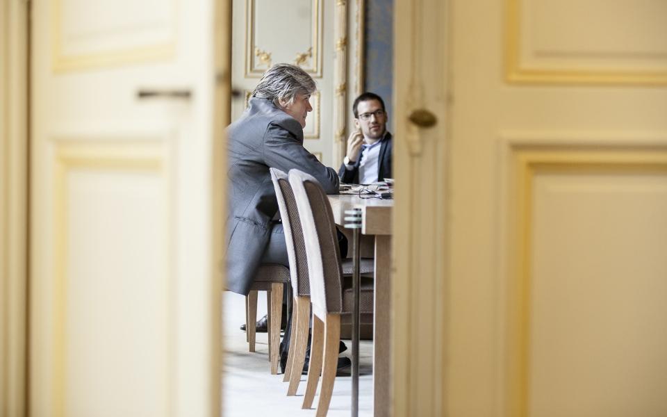 9h, tous les mercredis matins, le Porte-parole du Gouvernement Stéphane Le Foll réunit ses équipes dans son bureau.