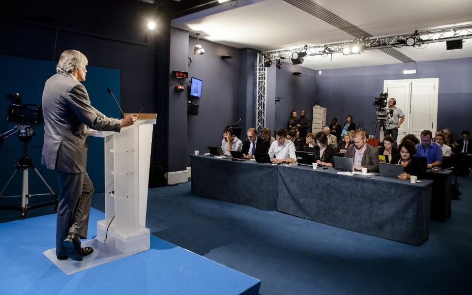 Après le compte rendu du Conseil, le Porte-parole répond aux questions de la presse.