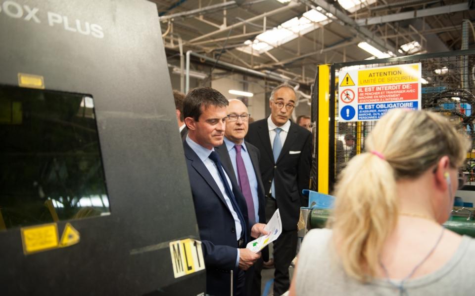 Manuel Valls et Michel Sapin visitent l'entreprise SAB à Gasny.