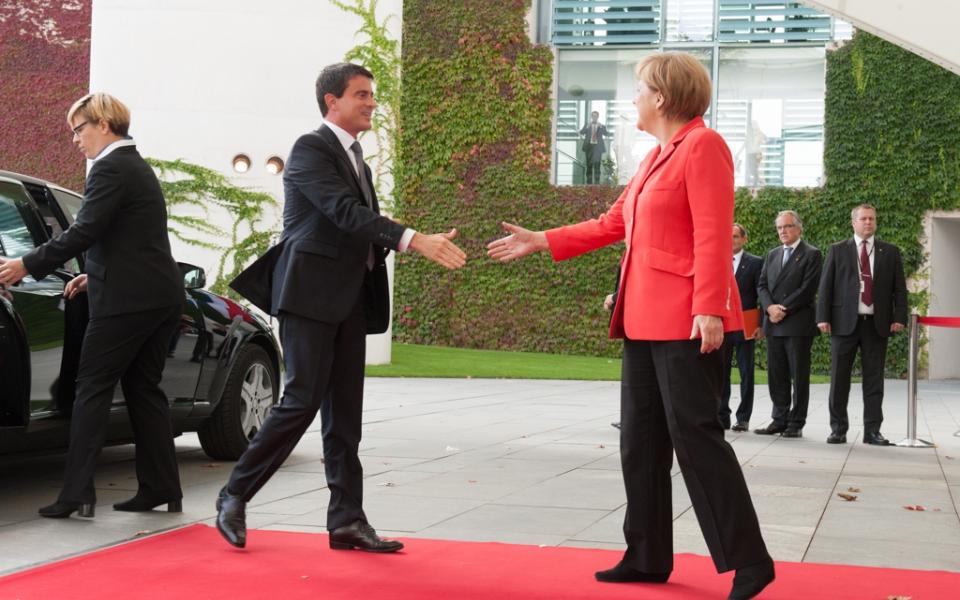 Accueil du Premier ministre par la Chancelière Angela Merkel