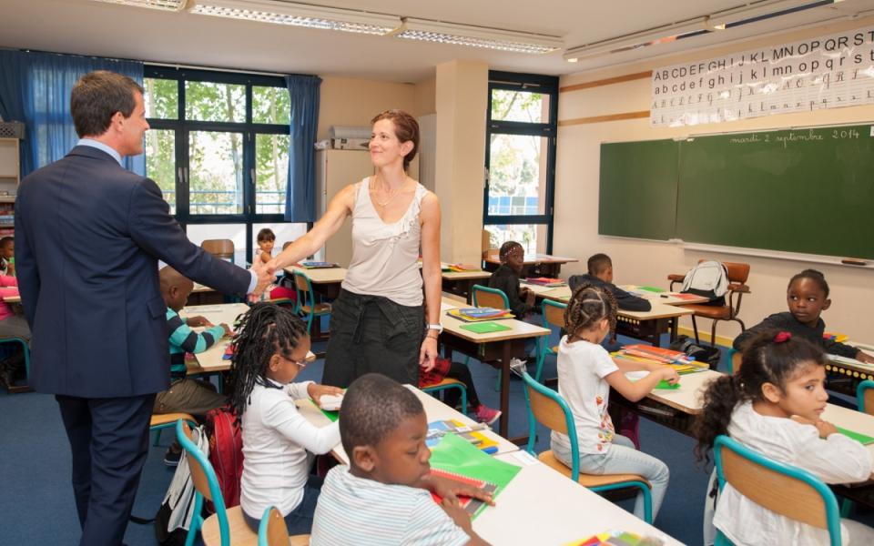 Manuel Valls dans la classe d'une école d'Évry à l'occasion de la rentrée scolaire.