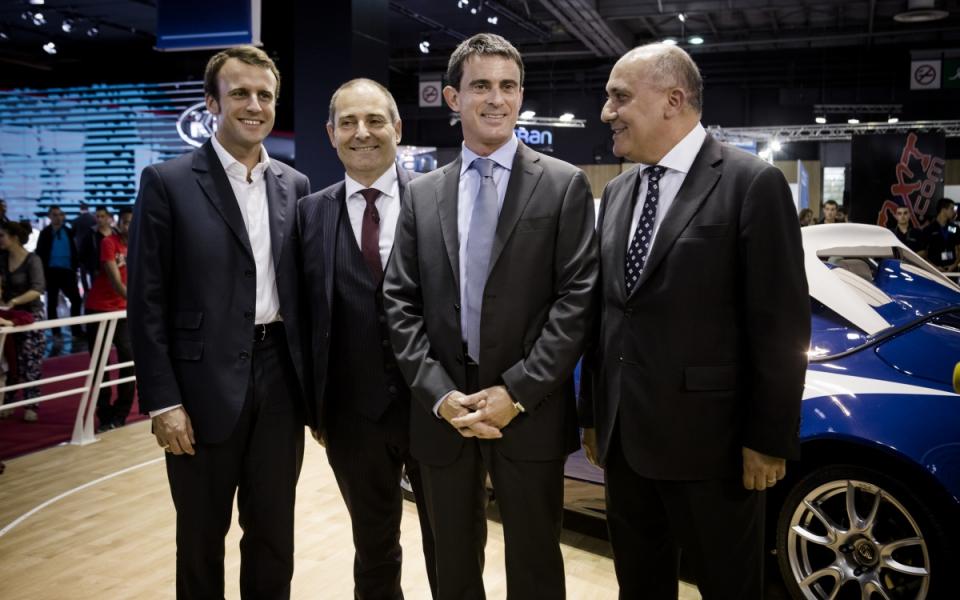 Visite de Manuel Valls au Mondial de l'automobile
