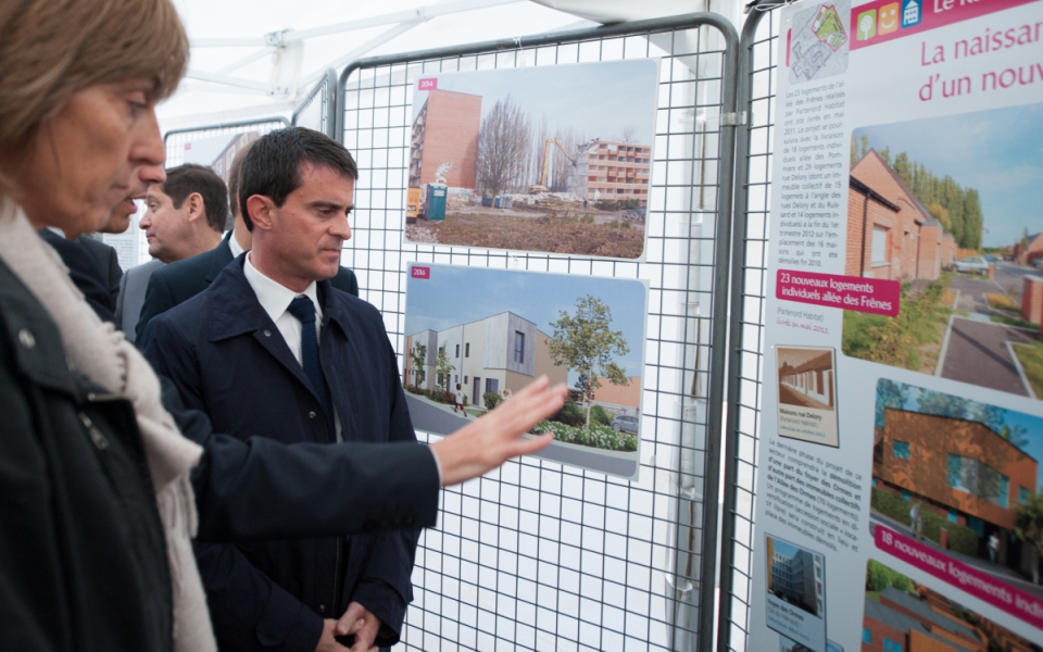 Manuel Valls visite le projet de rénovation du quartier Anru Dutemple, à Valenciennes