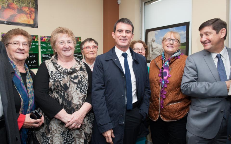 Manuel Valls visite l'épicerie sociale et solidaire du quartier Anru Carpeaux, à Valenciennes
