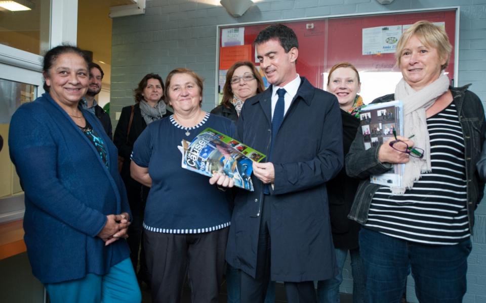 Manuel Valls visite le centre social du quartier Anru Carpeaux, à Valenciennes