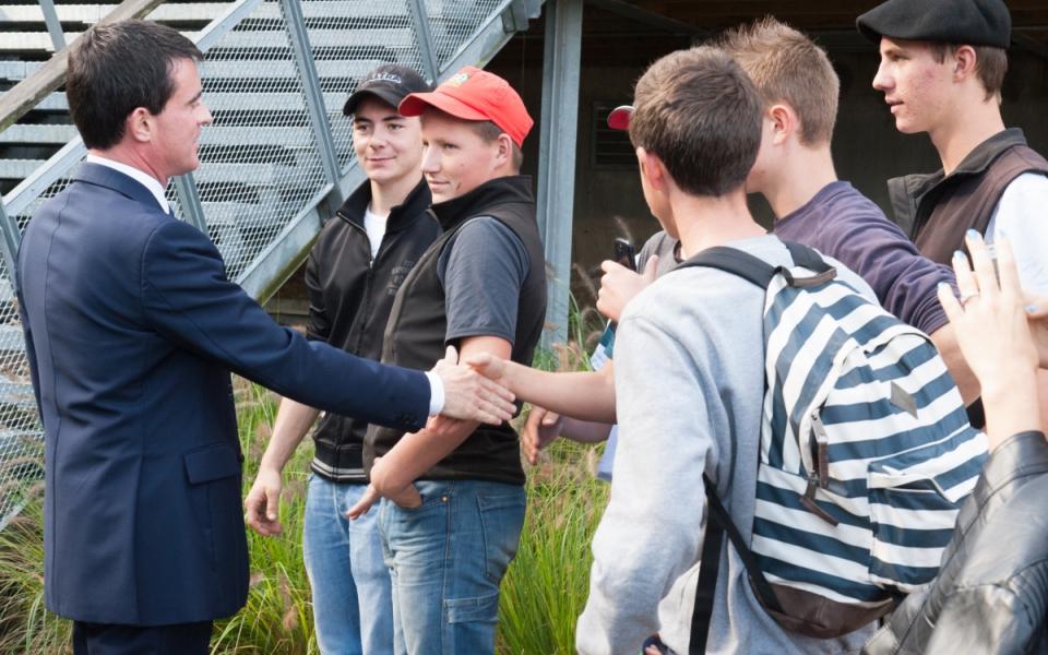 Manuel Valls et les lycéens du lycée agricole