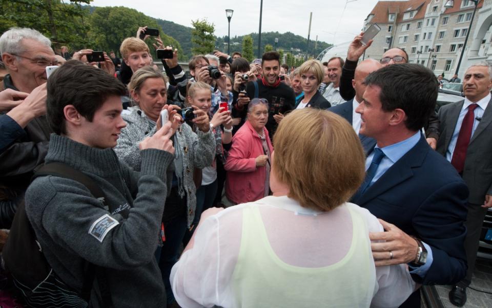 Manuel Valls avec des étudiants