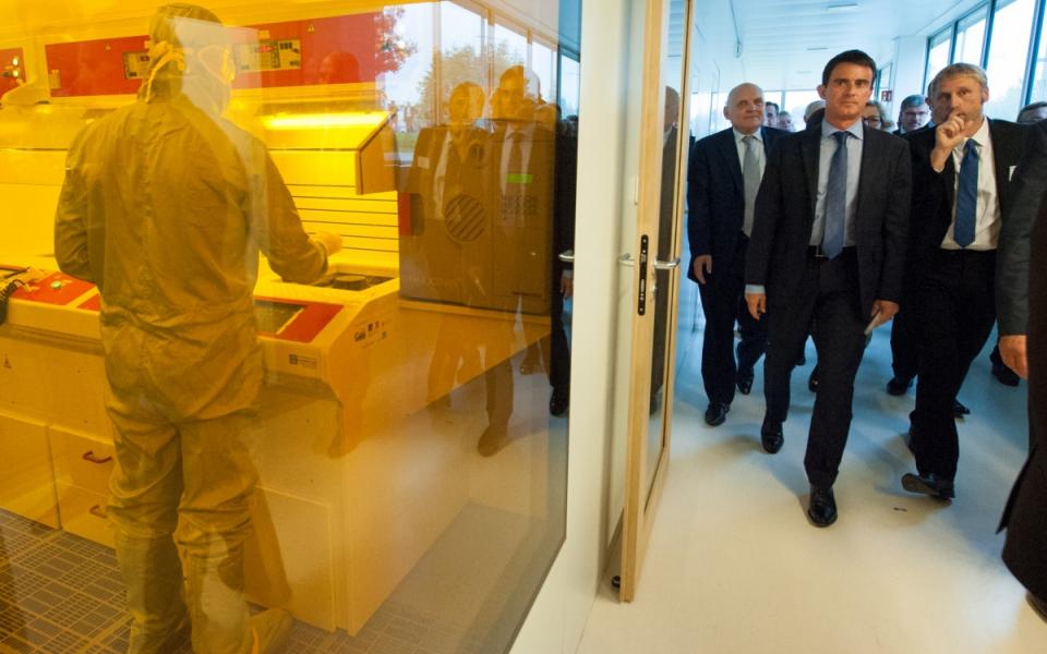 Le Premier ministre au laboratoire de recherche FEMTO-ST