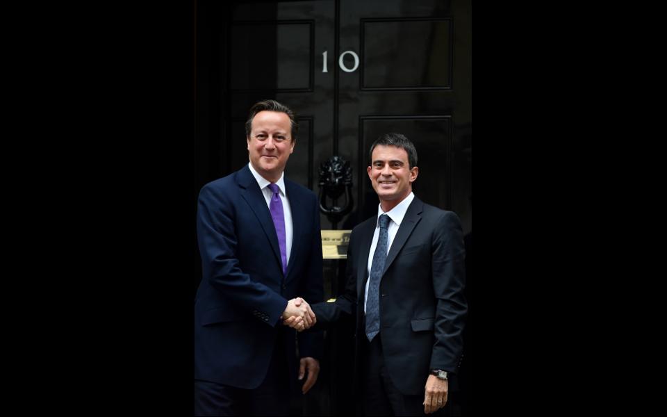 Accueil de Manuel Valls au 10, Downing street par David Cameron