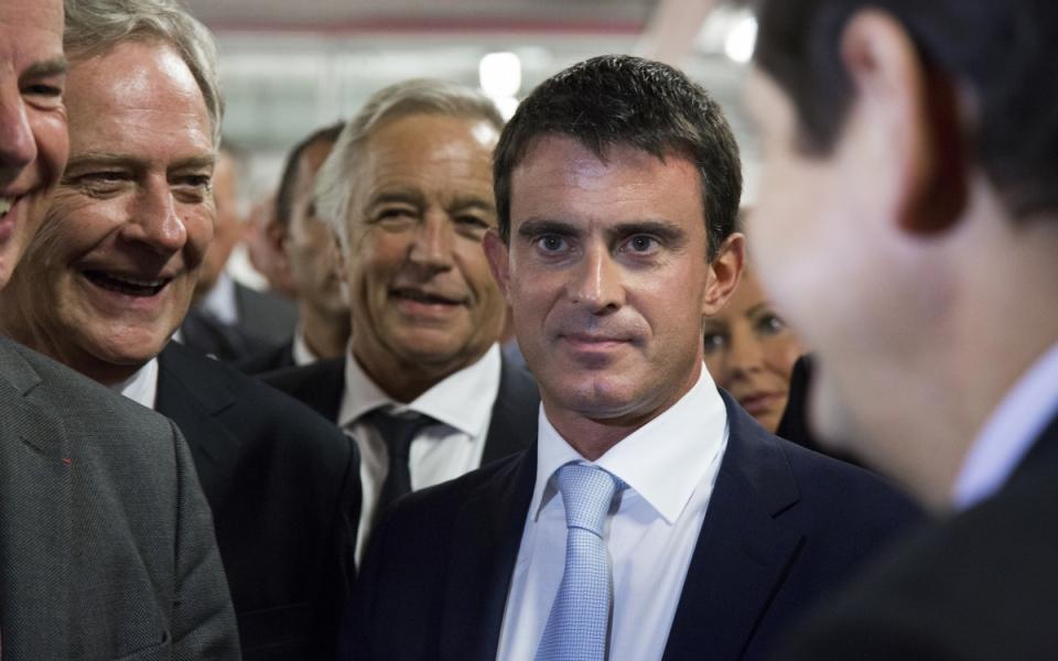 Manuel Valls visite le CFA des métiers de l'automobile à Arras