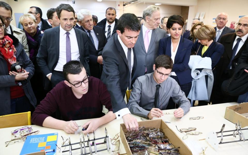 Manuel Valls, Najat Vallaud-Belkacem et Thierry Mandon au lycée professionnel Maximilien de Robespierre
