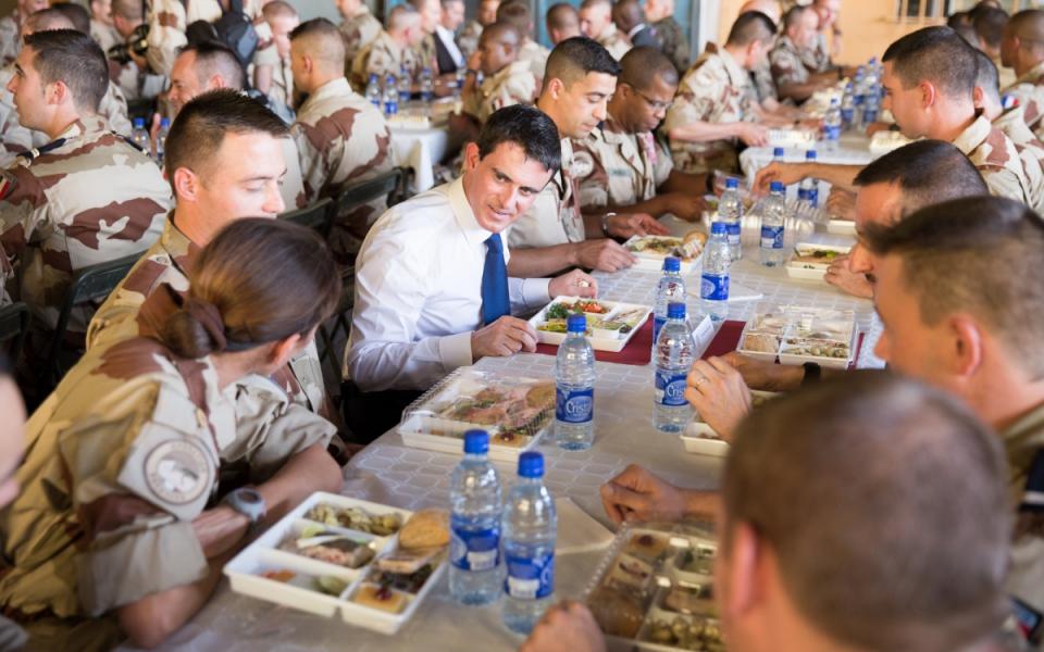 Manuel Valls les soldats français au Tchad dans le cadre de l'opération Barkhane