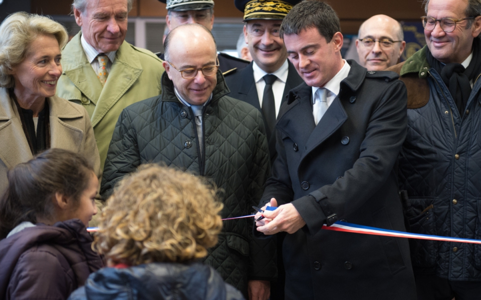 Manuel Valls inaugure l'Hôtel de police de Beauvais, en présence de Bernard Cazeneuve