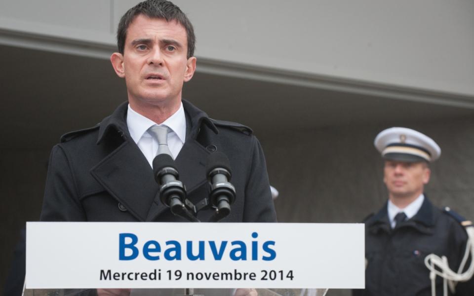 Déclaration de Manuel Valls dans la cour d'honneur de l'Hôtel de police de Beauvais