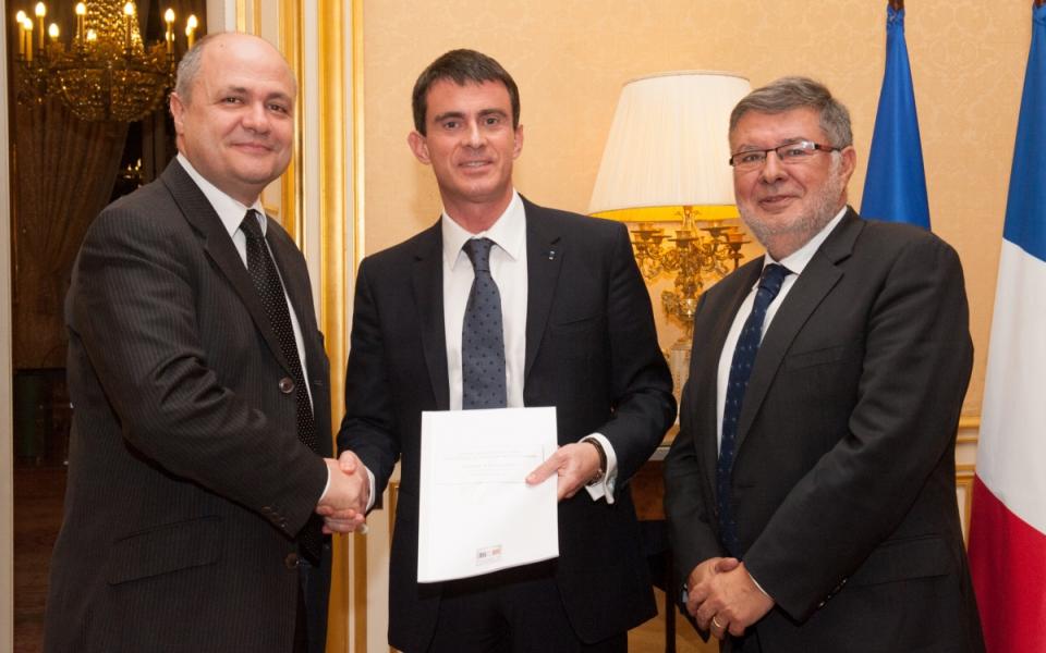 Manuel Valls entouré de Bruno Le Roux et d'Alain Vidalies