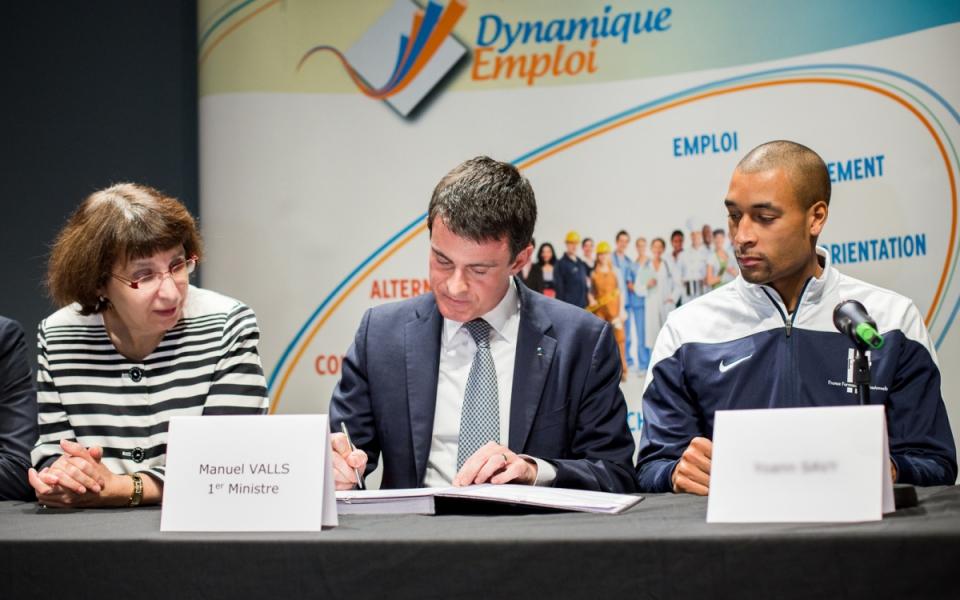 Manuel Valls lors de la signature du 400e Emploi d'avenir à Evry